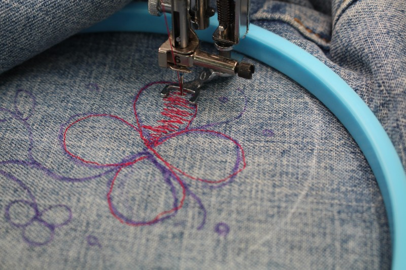 Embellishing Jeans with Free Motion Embroidery - Fill in petals
