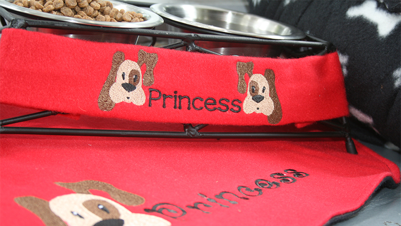 Mealtime Set for Your Pet with Simply Appliqué™