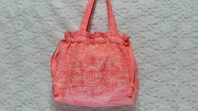 Free Design: Embroidered Summer Handbag