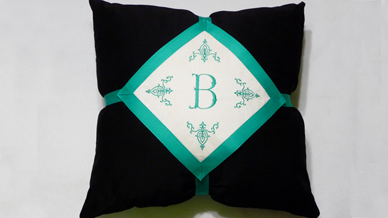 Free Design: Monogrammed Pillow Panel
