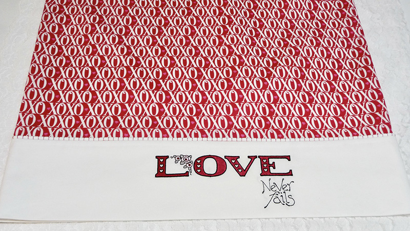 Free Design: Hugs & Kisses Pillowcase