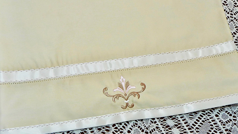 Free Design of the Month: Embroidered Pillowcase with Ribbon Trim